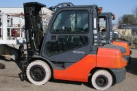 Toyota 8FGU32 forklift with cab package